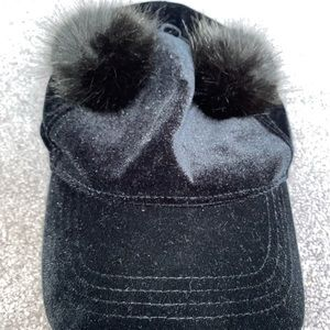 CUTE BLACK HAT WITH POM POMS ON IT